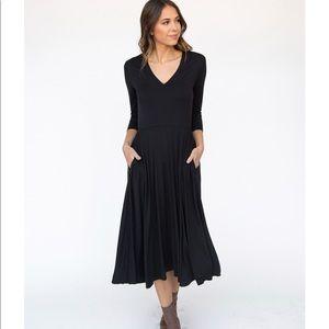 Agnes & Dora Dresses - 🆕 Beautiful Black Flirty Midi Dress, XS